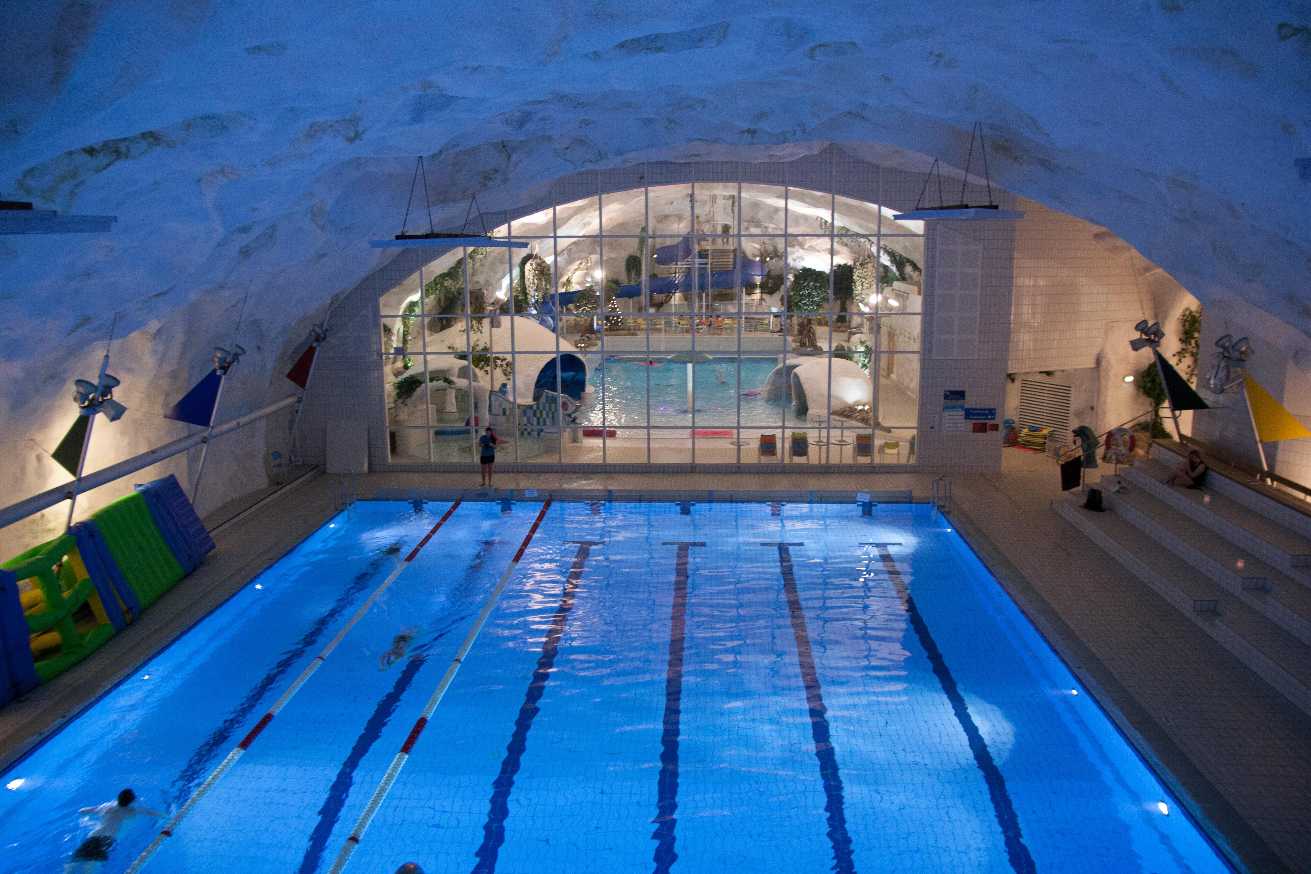 Kveldssvømming Grottebadet